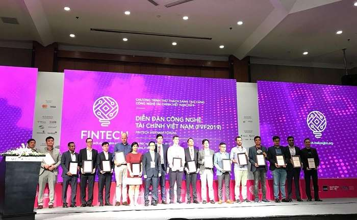 "VBC introducing the application of blockchain technology in finance ""Trustless Credentials"" in Fintech Challenge Vietnam 2019"